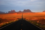 Monument_valley_sunrise (1)